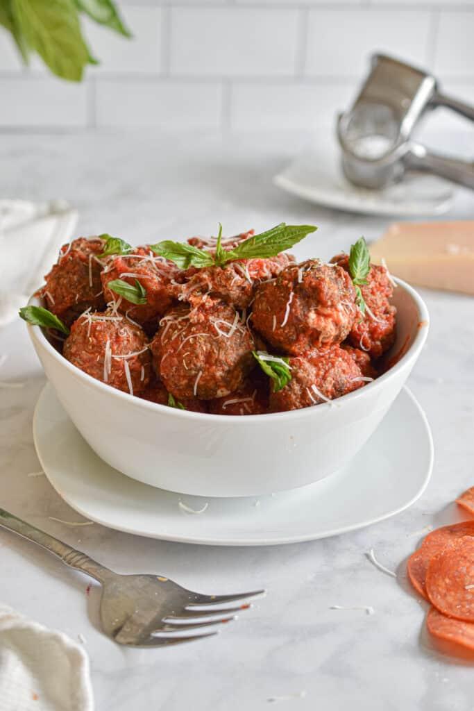 bowl of pepperoni pizza meatballs