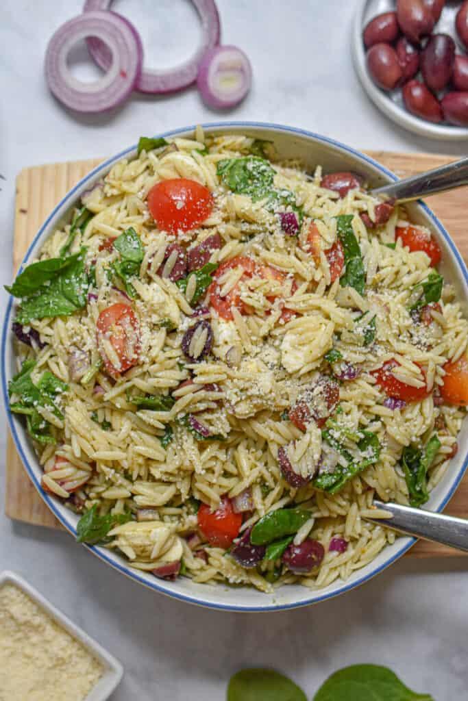 close up of the orzo pesto pasta salad
