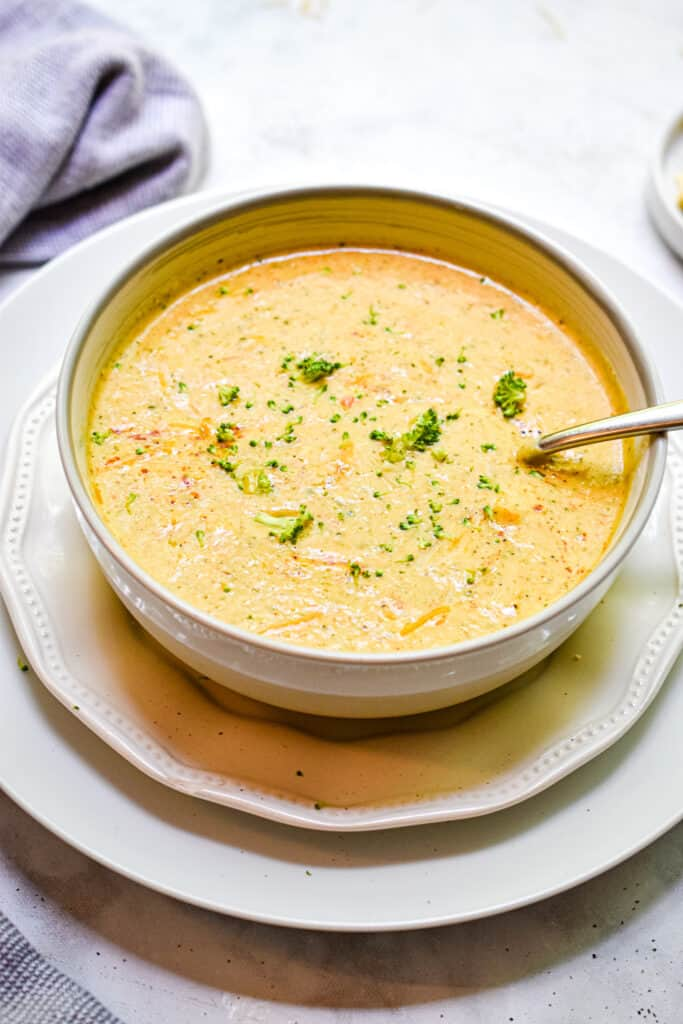 The roasted broccoli and cauliflower soup on two plates